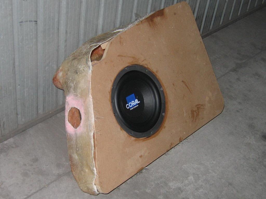 cassa in vetroresina e legno per subwoofer per sfruttare